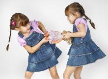"""给双胞胎当""""妈妈""""的体会:我需要救心丸"""