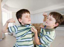 双胞胎打架到底要不要干预?一次打破头的经历告诉你答案